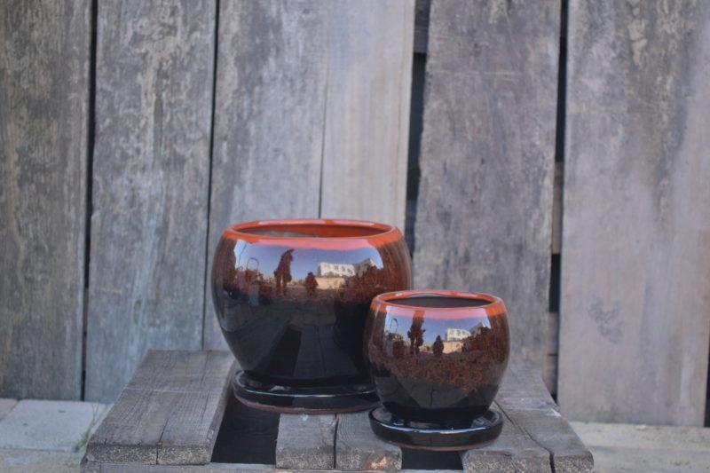 Bulbous pot and saucer
